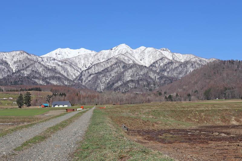 快晴の芦別岳