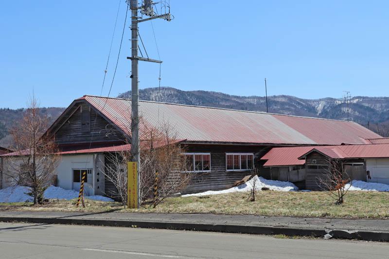 今は使われていない山部小学校